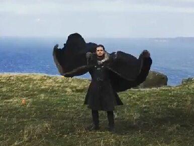 """John Snow jest... smokiem? Fani """"Gry o tron"""" oszaleli na punkcie tego wideo"""