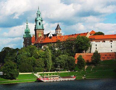 Kaczyńscy na Wawelu. Trzecia rocznica pogrzebu pary prezydenckiej