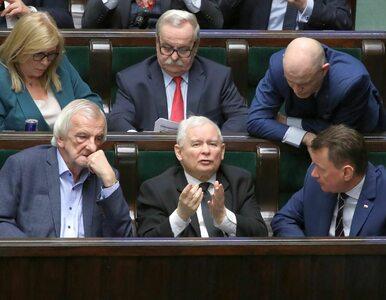 """Kaczyński zawiesił posłów, ale to nie """"opcja atomowa"""". Choć buntownicy..."""