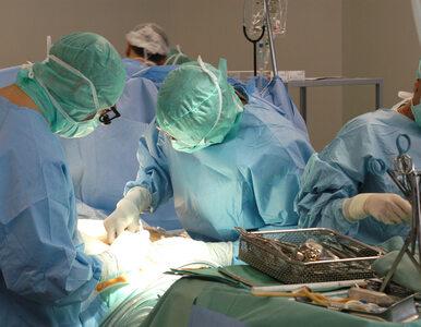 """Nastolatek przeszedł COVID-19, jego płuca zostały """"spalone"""". Lekarze..."""