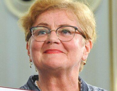 Posłanka PiS ostentacyjnie założyła maseczkę podczas przemówienia...