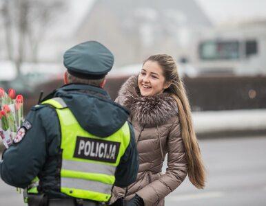 Zamiast mandatów rozdawali kwiaty. Zaskakująca akcja policji na Dzień...