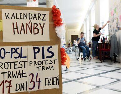 Transparenty po angielsku w Sejmie. Protestujący szykują się do szczytu...