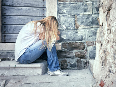 Rodzice modlili się pod drzwiami, a on gwałcił ich córkę. Jest wyrok w...