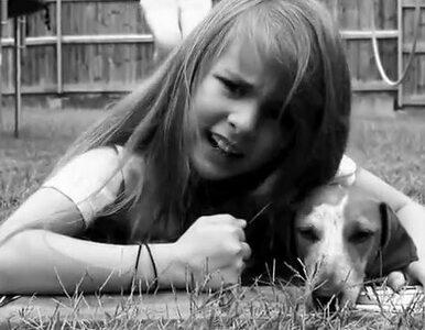 """""""Kocham mojego psa, chociaż czasem śmierdzi"""". Ośmiolatka śpiewająca..."""