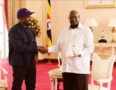 Kanye West i Kim Kardashian z wizytą u prezydenta Ugandy. Polityk zadał...