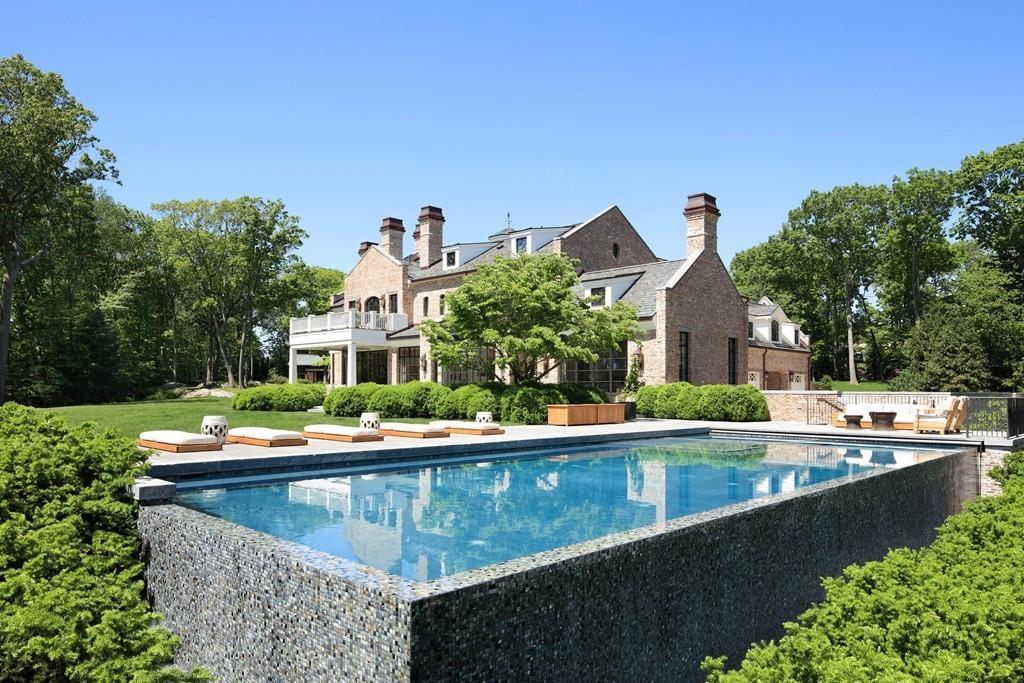 Posiadłość znajduje się w Brookline, Massachusetts