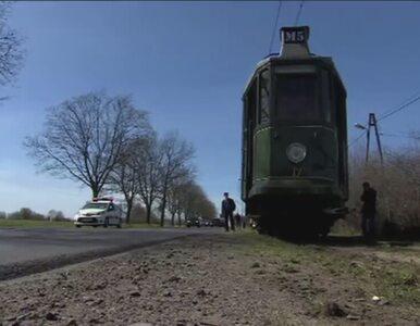 """Wykoleił się zabytkowy tramwaj z Komorowskim. """"Wyczuwam konkurencję"""""""