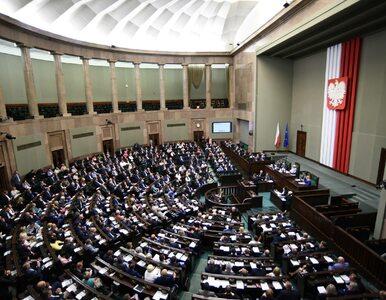 Nowy sondaż IBRIS. PiS wygrywa, pięć partii w Sejmie
