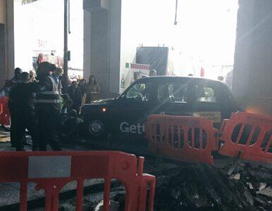 Taksówka wjechała w przechodniów w Londynie. Cztery osoby zostały ranne