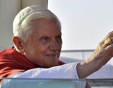 Papież oskarżony o zbrodnie przeciw ludzkości