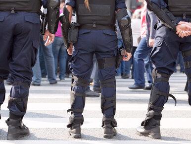 Związkowcy ze służb mundurowych przed KPRM. Chcą spotkania z Morawieckim