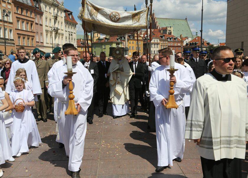Procesja Bożego Ciała na placu Zamkowym w Warszawie