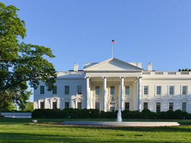 Wczesny koniec żałoby po śmierci McCaina. Flaga na Białym Domu wróciła...