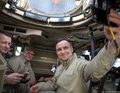 Wspólny posiłek i selfie w samochodzie bojowym. Andrzej Duda spotkał się...