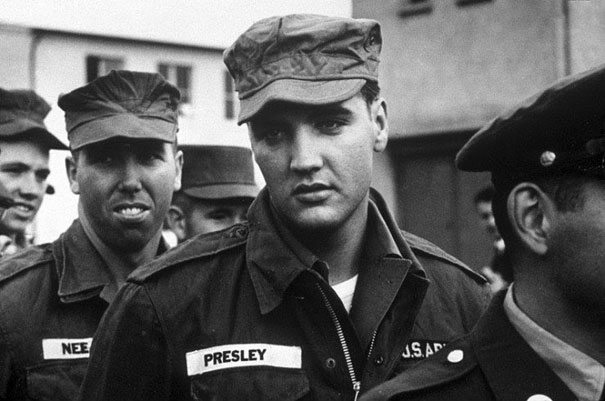 Elvis w wojsku, 1958 (fot. boredpanda.com)