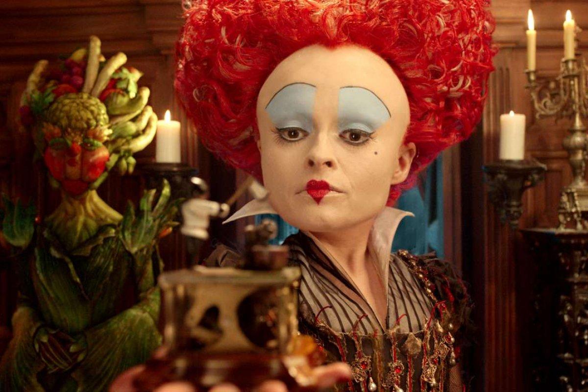 """Jaka aktorka wcieliła się w postać ze zdjęcia w filmie """"Alicja w Krainie Czarów"""" (2010)?"""