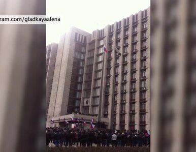 Prorosyjskie protesty w Doniecku. Zdjęli z masztu ukraińską flagę
