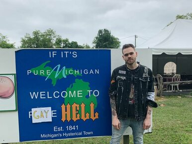 Youtuber kupił miasto i zmienił jego nazwę na... Gay Hell. Chciał zrobić...