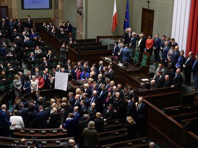 """Sejmowy protest zawieszony. Kto stracił, a kto zyskał? """"Największym..."""