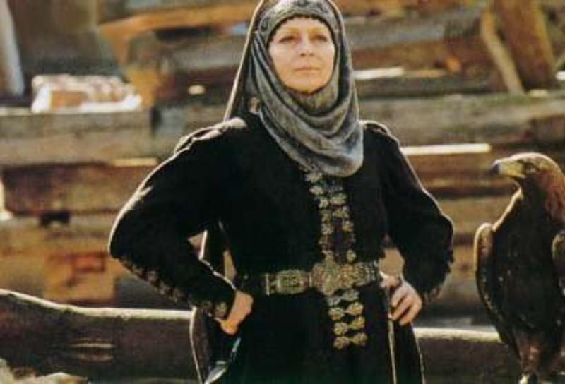 """Ewa Wiśniewska jako Kurcewiczowa w filmie """"Ogniem i mieczem"""" (1999)"""