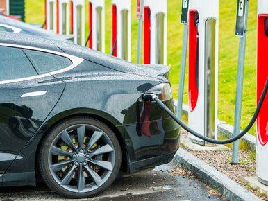 Rząd chce wycofać samochody z silnikami benzynowymi i diesla. Premier...