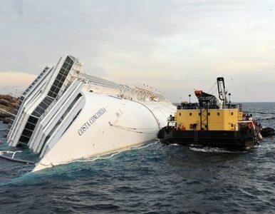 Rozbitkowie z Costa Concordii wrócili na miejsce wypadku, żeby oddać... koc