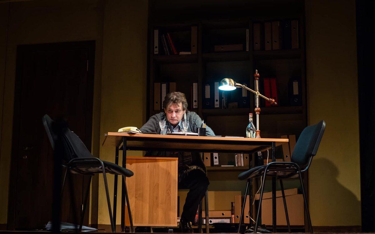 """Aleksandr Domogarow w sztuce """"Sceny z życia małżeńskiego"""" w reżyserii Andrieja Konczałowskiego"""