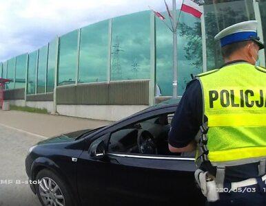 Białystok. Zobacz, jak pijany kierowca zaatakował policjantów nożami