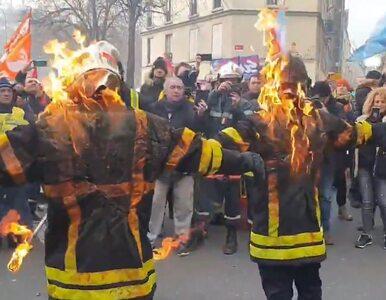 Brutalne starcia strażaków z policją we Francji. Dwóch z nich podpaliło...