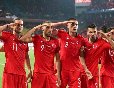 Piłkarze oddali hołd tureckim żołnierzom. Sprawą zajmie się UEFA