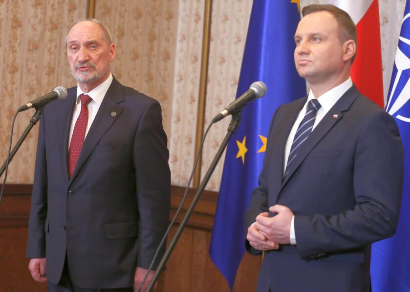 Szef MON Antoni Macierewicz i prezydent Andrzej Duda