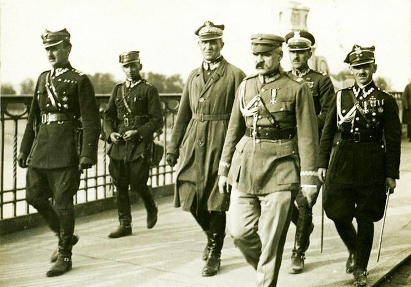 Józef Piłsudski tuż przed spotkaniem z Józefem Wojciechowskim na Moście Poniatowskiego