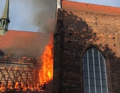 Ogień na dachu kościoła św. Piotra i Pawła w Gdańsku. W internecie...