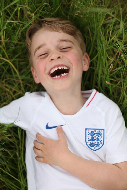 Syn brytyjskiego księcia Williama ma na imię tak samo jak polski aktor, .... Stuhr. Jakie to imię?
