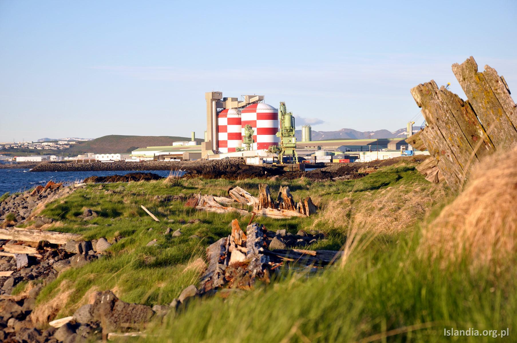 Huta Straumsvík – jako miłośnik islandzkiego krajobrazu nie miałbym nic przeciwko temu, żeby z niego zniknęła