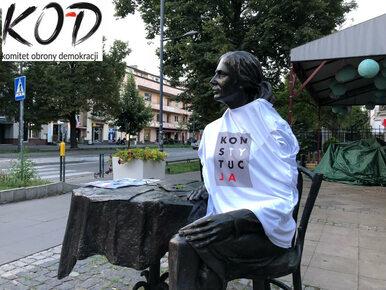 """Hasło """"Konstytucja"""" na pomnikach w całej Polsce. To odpowiedź KOD-u na..."""