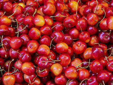 Ile kalorii mają czereśnie? Czy można jeść je na diecie?