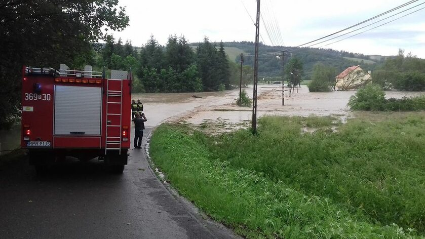 Zalana droga w gminie Bircza